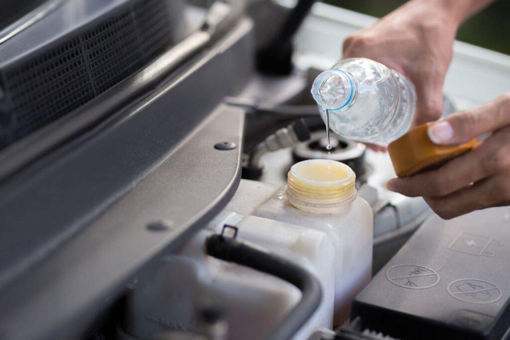 หม้อน้ำรถยนต์ เป็นตัวช่วยสำคัญในการระบายความร้อนในการทำงานของเครื่องยนต์ หรือหล่อเย็นเครื่องยนต์จากการทำงานที่ต้องอาศัยความร้อน หมั่นตรวจสอบระดับน้ำ